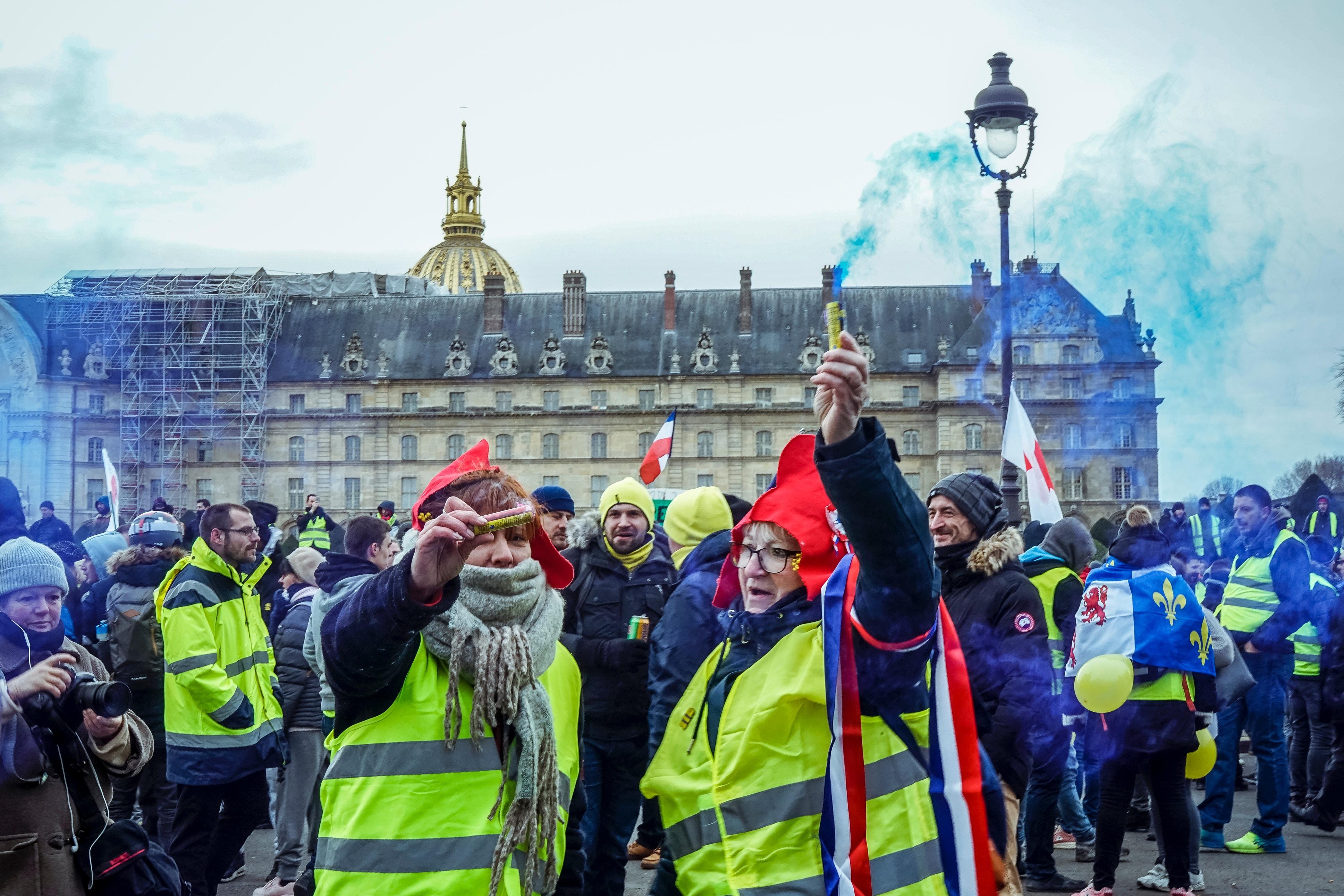 Gilets jaunes: comment sont-ils devenus un symbole de protestation allant au-delà de la France?